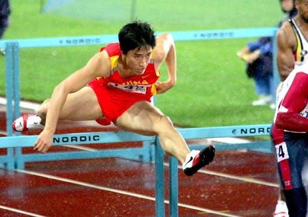 图文:刘翔晋级110米栏决赛 飞人在比赛中