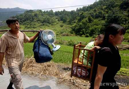 广东梅州矿难初显后遗症 数万矿工集体打包回家