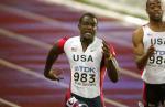 图文:男子200米加特林加冕 美国选手拥抱在一起