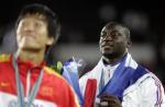 图文:世锦赛男子110米栏 杜库里在颁奖仪式上