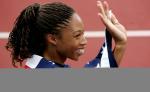 图文:美国选手折桂女子200米 阿莉森挥手致意