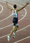图文:美国选手获男子400米金牌 杰里米振臂欢呼