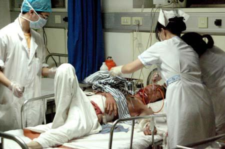 一男子在后父家放火后自残(图)-搜狐新闻中心