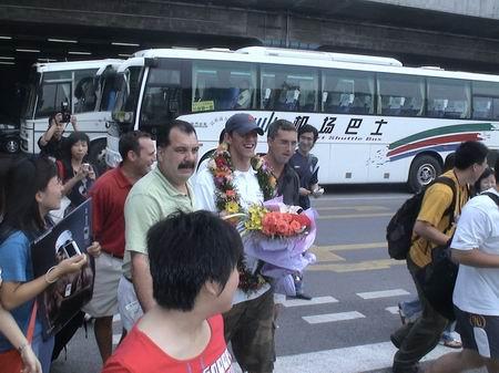 图文:菲尔普斯访华抵北京 众媒体让帅哥乐开怀