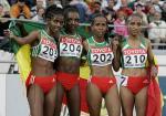 图文:田径世锦赛女子5000米 埃选手合影留念