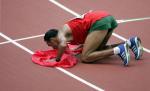 图文:田径世锦赛第八日 加里布亲吻跑道