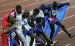 图文:田径世锦赛第八日 法国人跳舞庆贺胜利