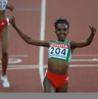 图文:世锦赛女子5000米 迪巴巴率前冲刺