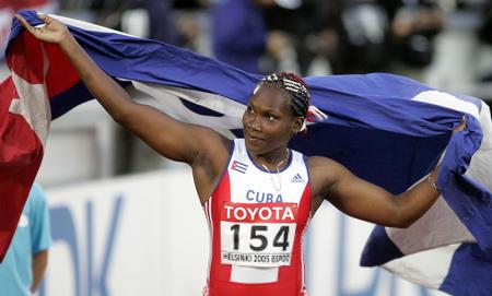 图文:古巴女将破标枪世界纪录