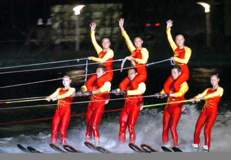 世界:图文滑水锦标赛中国表演队水上滑水放风筝的人名言图片
