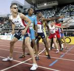 图文:美国夺男4X400米接力金牌 准备接棒