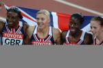 图文:女子4X400米接力 英国队全家福