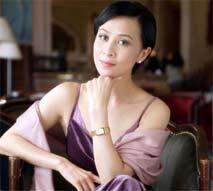 刘嘉玲穿旗袍展高贵典雅气质