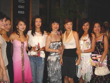 律政佳人王雅捷出席时尚活动 新形象成为焦点