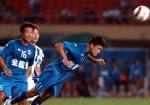 图文:金德0-0上海国际 徐洋顶球防守