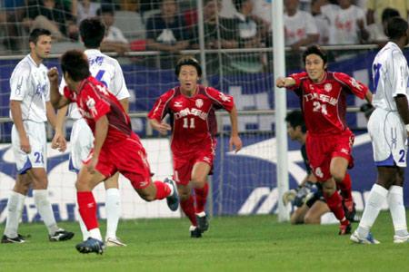 图文:天津队1-1战平重庆力帆 重庆队庆祝进球