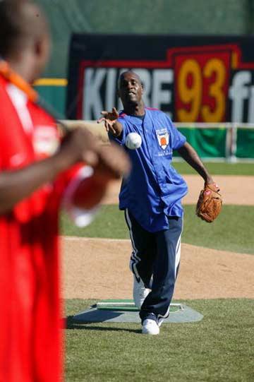 垒球:超音速男子名人赛佩顿投球图文标准天津动作曲棍球队杜晨图片