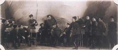 资料:著名的亚力山大红旗歌舞团―9