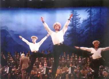 资料:著名的亚力山大红旗歌舞团―12