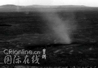 火星探测器勇气号在火星表面拍摄到龙卷风(图)