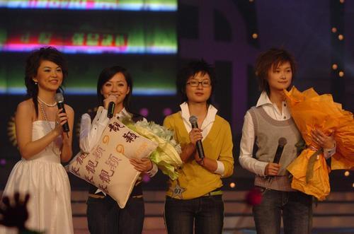 """图文:2005""""超级女声""""总决选现场―16"""