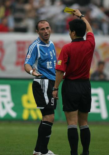 图文:大连客场4-0狂胜重庆 安迪尔森喜忧参半