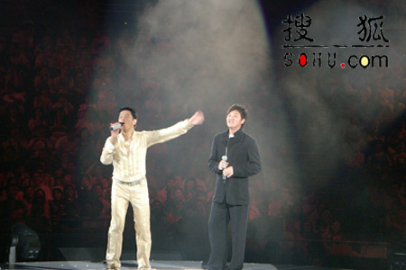 孙楠出席谭咏麟香港个唱 获香港歌迷热烈欢迎
