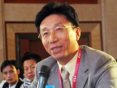 华泰保险集团公司董事长王梓木提问