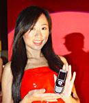 中外模特共同展示创维手机