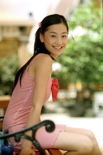 超女冯家妹赢得自由身 青春亮相华表奖红地毯