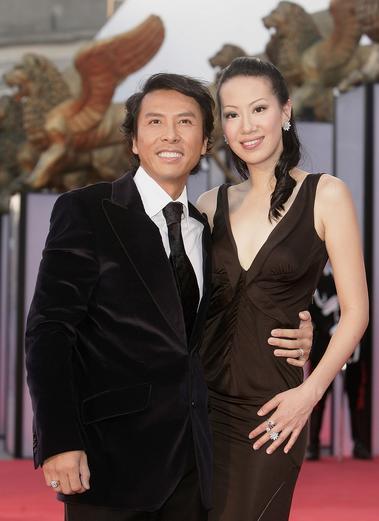 威尼斯红地毯:中国男星甄子丹和女星亲密亮相