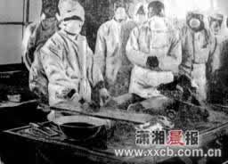 正在手术台上对中国人进行生化武器活体解剖实验记者   摄 -细菌战夺