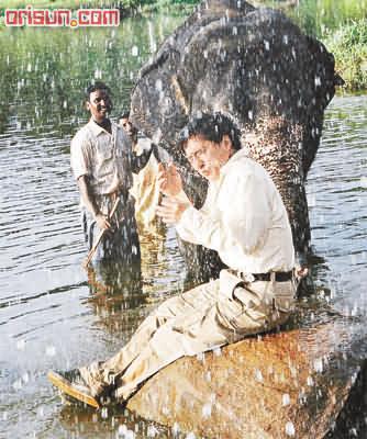 梁家辉扮印度人头晕脑胀 成龙与大象演戏险丧命