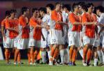 图文:中超第19轮深圳0-2负天津 双方队员握手