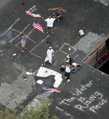 组图:美国南部飓风灾区 军民救援工作紧张进行