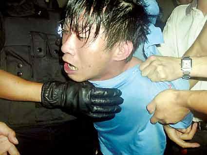 女警察的丝美脚妻照-前日下午4时许,29岁的湖北黄陂女子张某与男友来到武汉市汉阳永丰