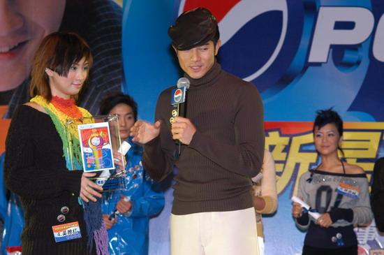 图文:2003百事新星大赛训练营-6