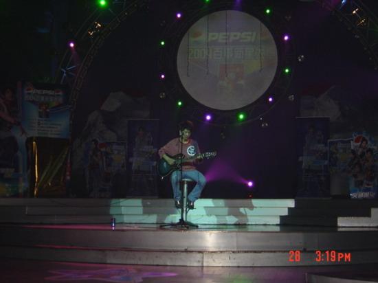 图文:2004百事新星大赛河北赛区-2