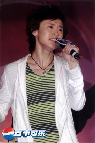 图文:2004百事新星大赛北京冠军-6