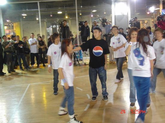 图文:2004百事新星大赛训练营-7