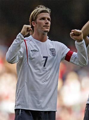 图文:英格兰客场1-0胜威尔士 小贝庆祝胜利