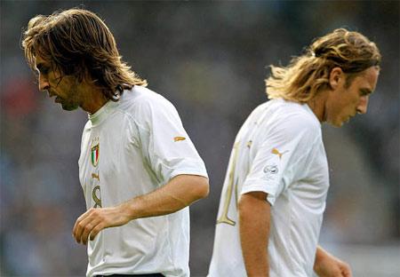"""图文:意大利1-1苏格兰 皮尔洛托蒂""""分道扬镳"""""""