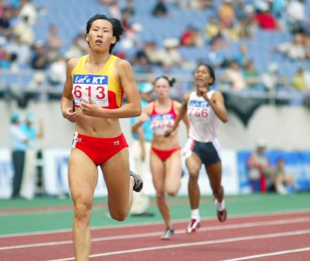图文:黄潇潇折桂亚锦赛女子400米栏