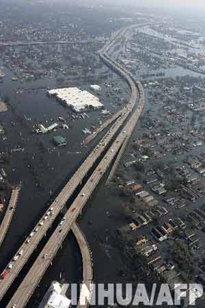 数万灾民等待救援 几乎成为湿透的坟墓(图)