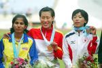 图文:田径亚锦赛 黄潇潇折桂女子400米栏