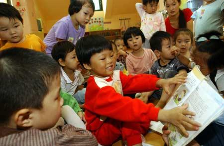母亲热衷超前教育 3岁女孩识字4千当幼儿园老师
