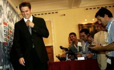 图文:英格兰备战世界杯预选赛 欧文出席发布会