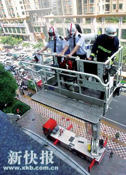 广州消防进行仿真演习 造成大规模交通瘫痪(图)