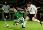 图文:英格兰客场0-1北爱尔兰 鲁尼对约翰逊犯规