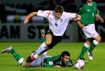 图文:英格兰0-1北爱尔兰 杰拉德与吉莱斯皮争抢